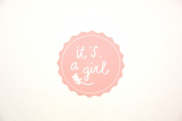 Sluitsticker-it's a girl-roze-perzik-pea